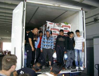 Na návěsu přivezl i šest migrantů z Afghanistánu a Pakistánu