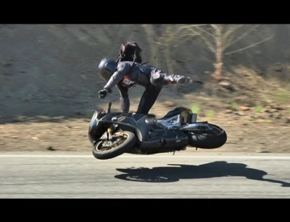 Jízdu na motorce nezvládl. Byl pod vlivem a bez řidičáku
