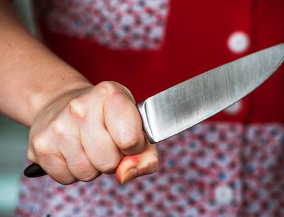 Mladíka pobodala nožem.Recidivistka skončila ve vazbě