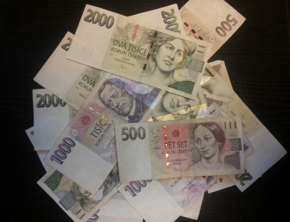 Podvodník na seniorce přes internet vylákal téměř sto padesát tisíc korun