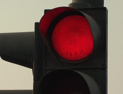 Řidič traktoru jel na červenou a způsobil nehodu