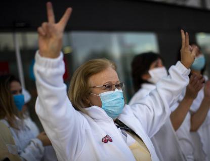Koronavirus v Evropě ustupuje, státy ruší opatření. V Rusku je epidemie na vrcholu