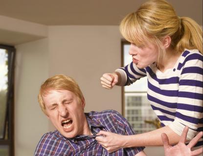 Domácí násilí vdobě pandemie: Stoupá počet násilných žen