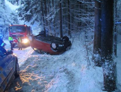 Ve Zlínském kraji těžký sníh lámal stromy a komplikoval dopravu