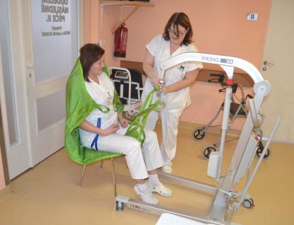 Nemocnice Valašské Meziříčí získala dvě elektricky polohovatelná lůžka sřadou moderních funkcí