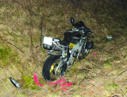 Střet osobního auta a motorky v Rožnově. Pro motorkáře letěl vrtulník