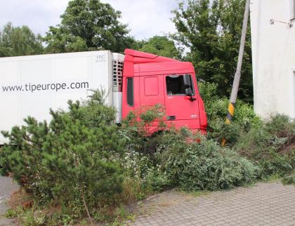 Řidič kamionu nadýchal téměř 4 promile, další srazil chodkyni
