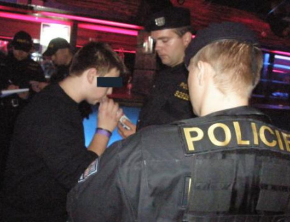 Policisté odhalili během víkendu ve Zlínském kraji téměř 30 podnapilých dětí