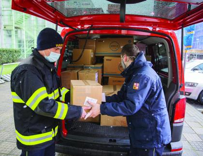 Kraj rozeslal další zásilky respirátorů, roušek i ostatních ochranných pomůcek