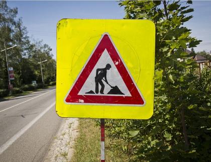 Za peníze EU se opravuje silnice v Ratiboři