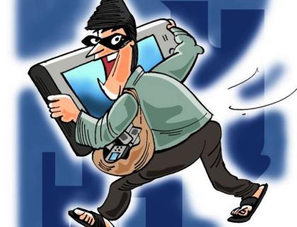 Policisté zadrželi pachatele vloupání do prodejny mobilů