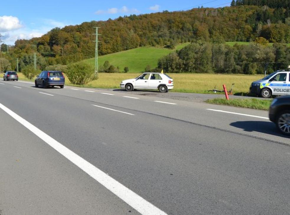 Cyklista utrpěl při srážce s náklaďákem těžké zranění. Později zranění podlehl