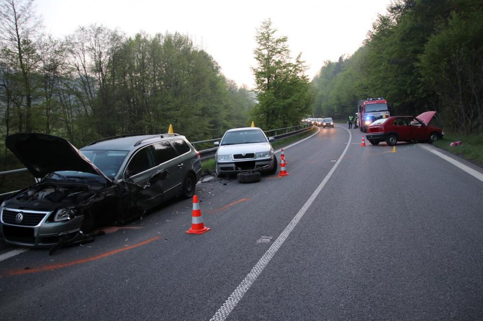 Senior v protisměru způsobil havárii tří aut