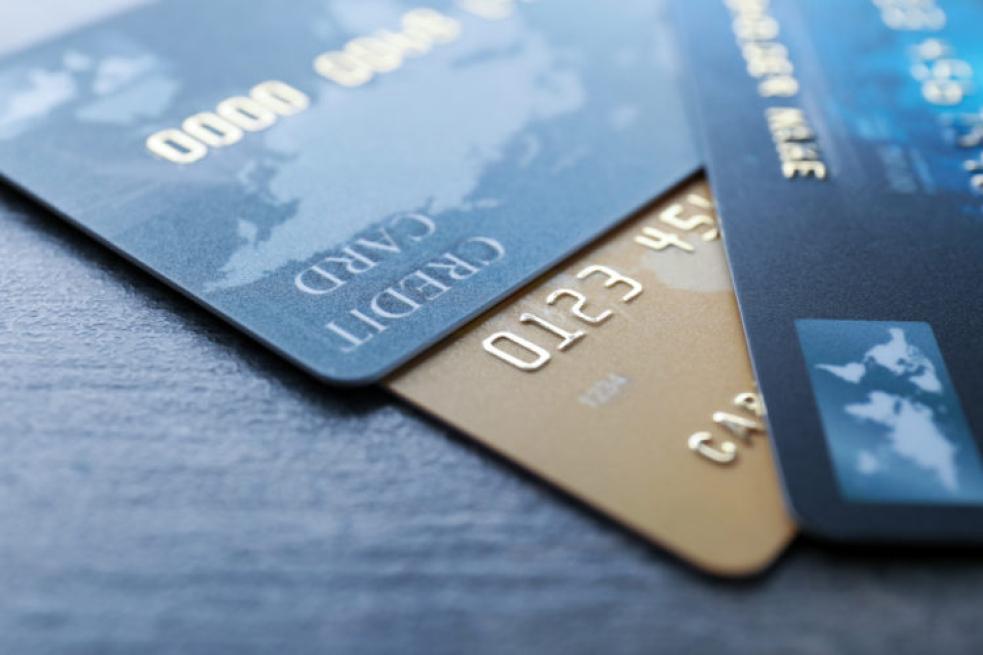 Zloděj našel u platebních karet i PIN. Vybral sedmnáct tisíc korun