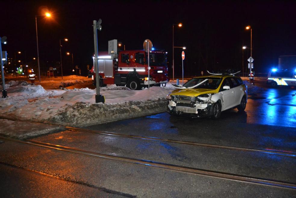 V Rožnově narazil  na přejezdu vlak do auta