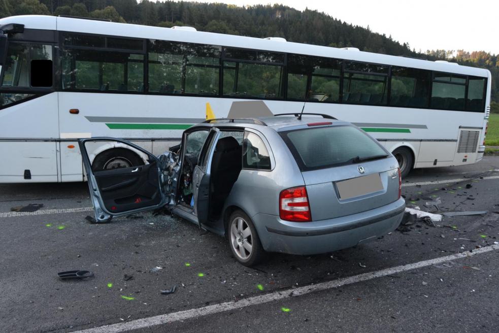 Dopravu na trase Vsetín - Valašské Meziříčí zkomplikovala ranní nehoda