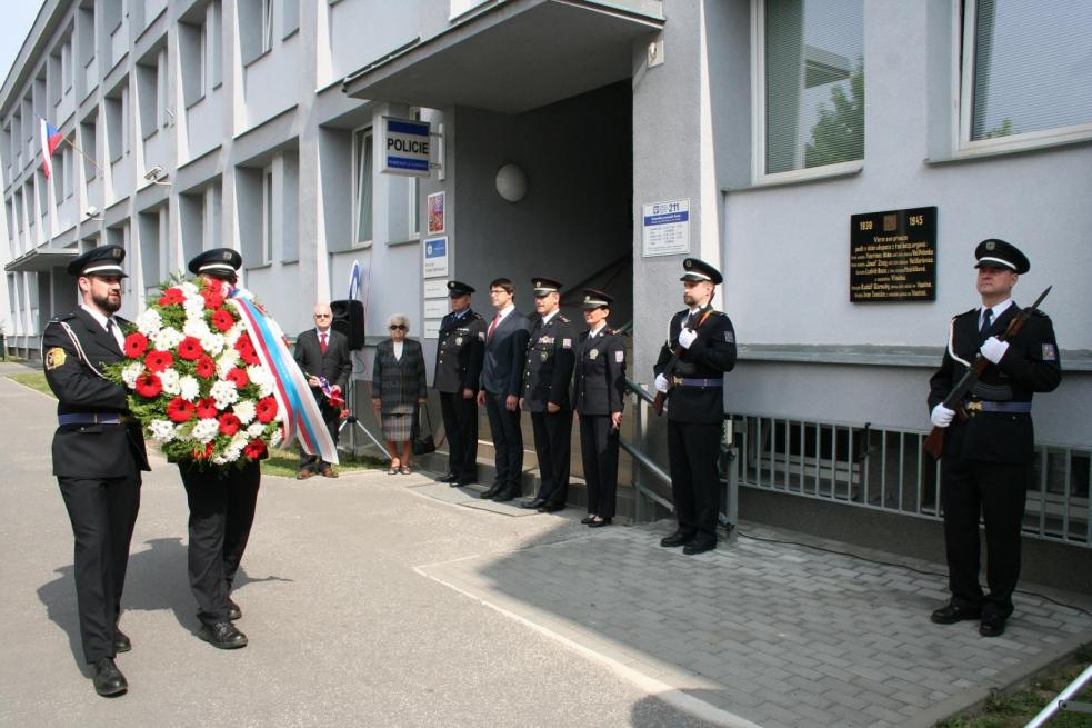 Policisté uctili ve Vsetíně památku padlých četníků