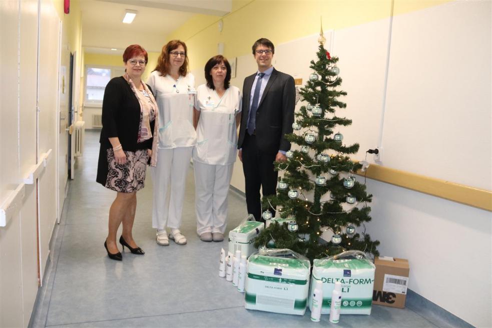 Starosta předal nemocnici dar města a poděkoval zdravotníkům