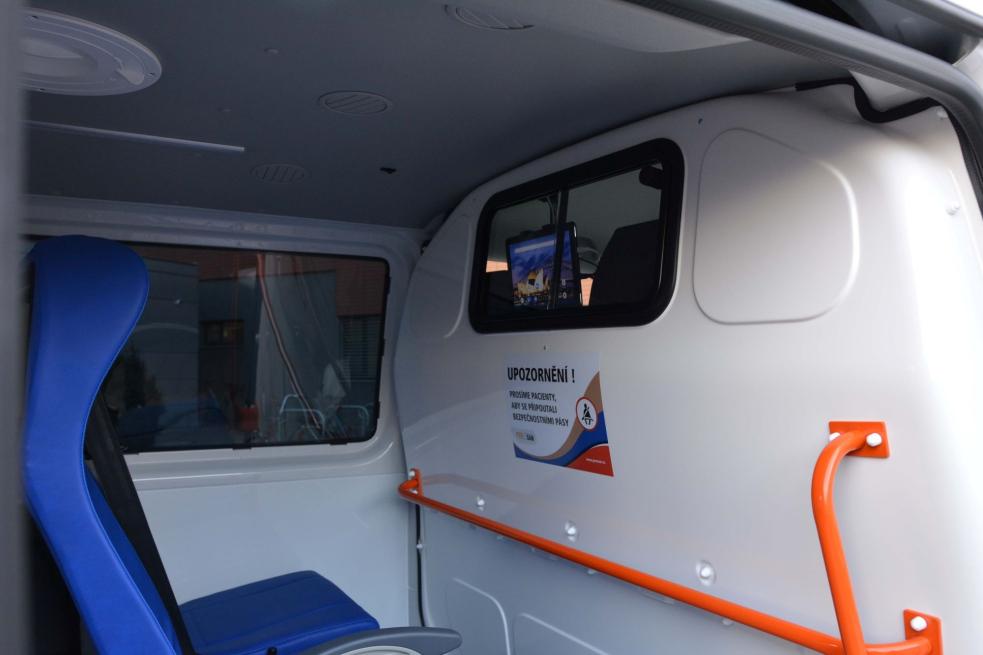 Vnových sanitkách mohou pacienti sledovat filmy, poslouchat hudbu nebo se připojit k internetu