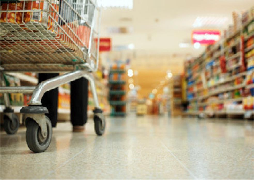 Zloděj se snažil bez placení vyvézt zboží z hypermarketu za víc jak devět tisíc