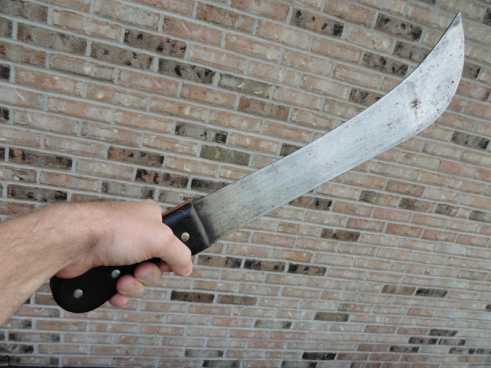 Cizinec napadl ve Vsetíně mačetou dva muže. Hrozí mu 12 let