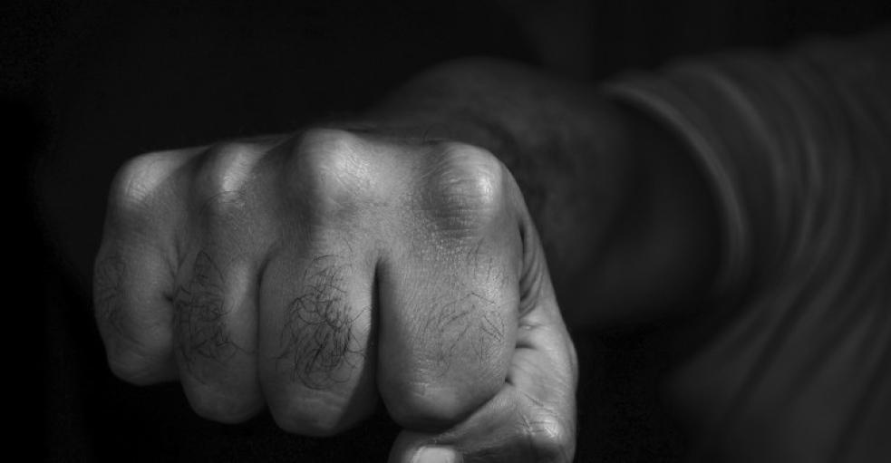 Čtyři stovky si od dlužníka vzali násilím