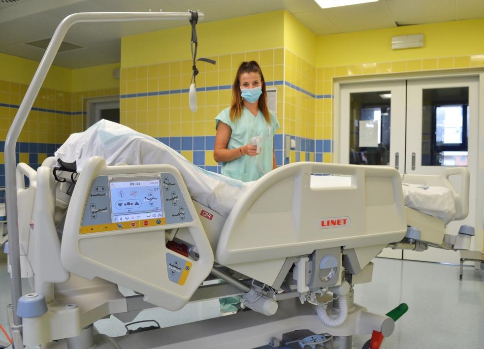 Nemocnice AGEL Valašské Meziříčí pořídila na anesteziologicko-resuscitační oddělení moderní polohovatelné lůžko
