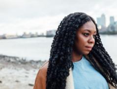 Bianca Rose, londýnská zpěvačka, která poráží strach ve svých skladbách