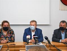 Další únik na Bečvě. Do ValMezu opět přijel ministr Brabec