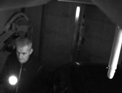 Zloděj chodí do cizí garáže jakoby byla jeho