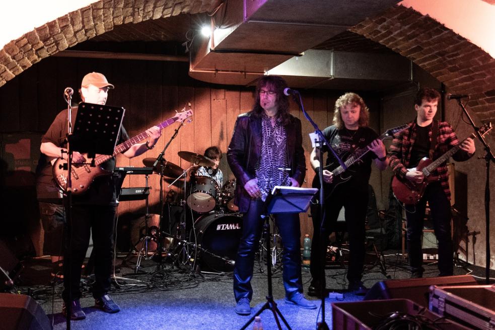 Vítězi závěrečného ročníku soutěže Muzikomat se staly kapely FajER a THEFLY
