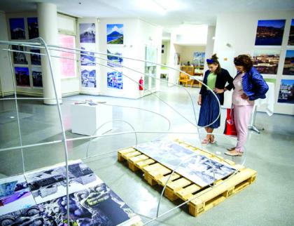 Ve Zlíně jsou vystaveny fotografie srovnávající, jak dnes vypadají místa navštívená před 60 lety Hanzelkou a Zikmundem