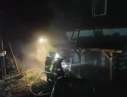 U požáru rodinného domu zasahovalo šest jednotek hasičů