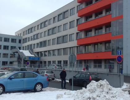 Vnemocnicích Zlínského kraje mohou návštěvy zatím jen za dětskými pacienty a do porodnic