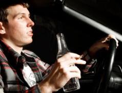 Řidič nadýchal přes čtyři promile. Za volant usedl  jeden večer hned dvakrát