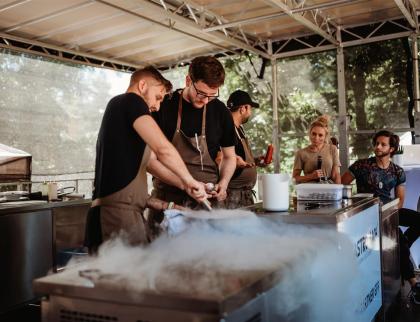 Nový koncept pětidenního Garden Food Festivalu se líbil. Jídlem žilo celé město