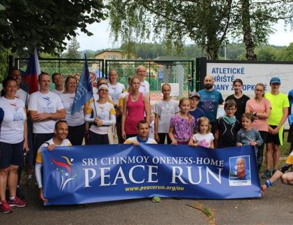 Mírový běh zavítal do Rožnova. Odhalena byla i slavnostní plaketa