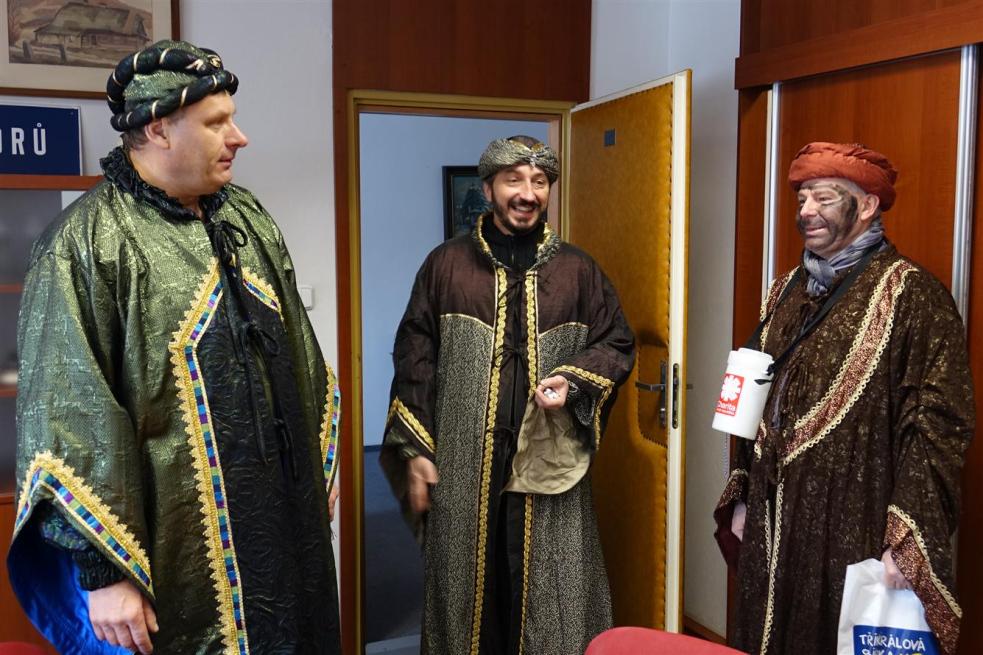 Na rožnovské radnici koledovali Tři králové