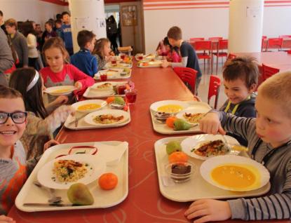 Rožnovské školy vařily jednotnou stravu podle kuchařky zdravých receptů