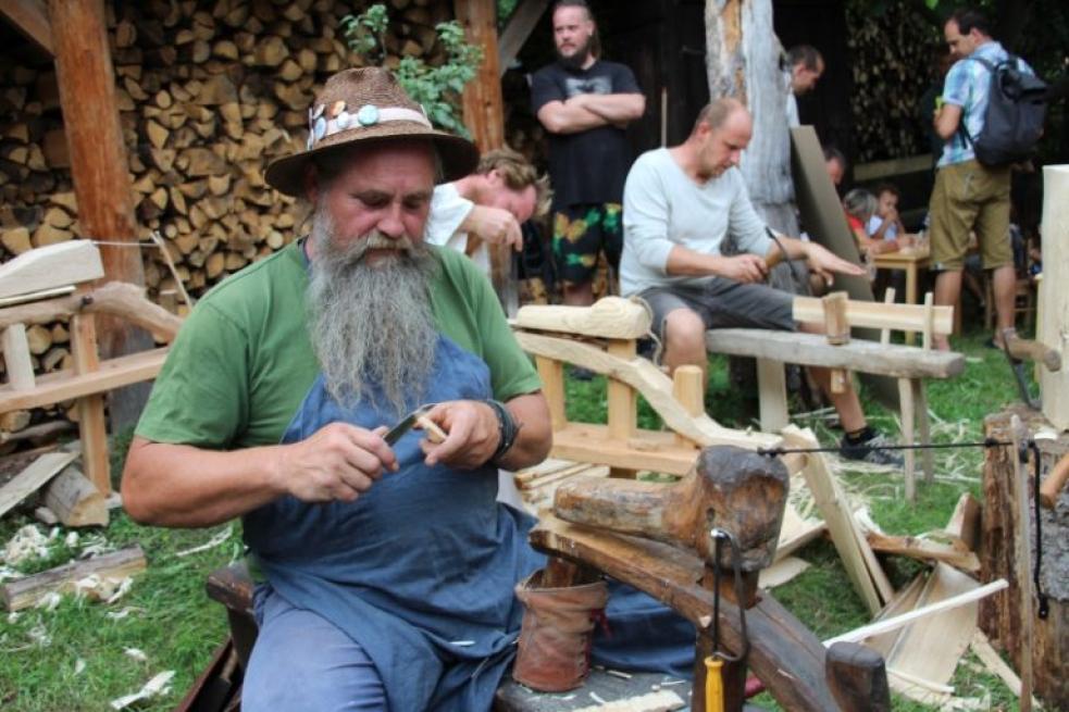 Živé dřevěnice lákají na ukázky řemesel i valašskou kuchyni