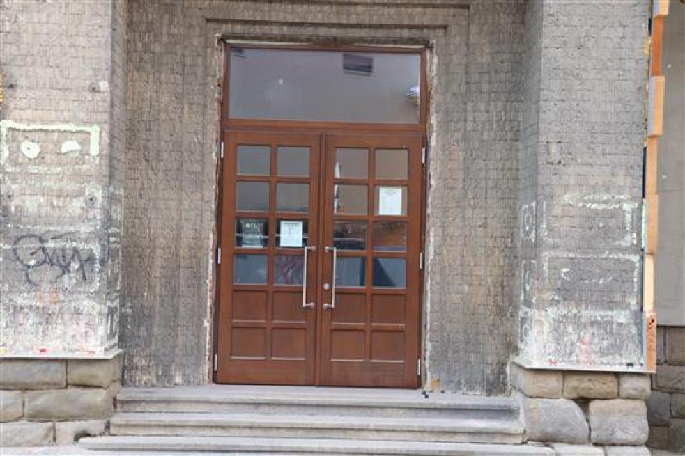 Vsetín podá trestní oznámení na  vandaly opakovaně ničící nový vstup do Liďáku