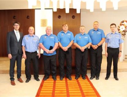 Vsetínští strážníci obdrželi ocenění za 25 let služby