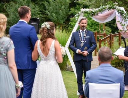 Počet svateb ve Vsetíně opět překonal stovku