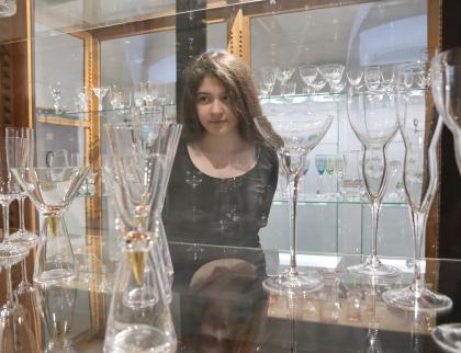 Na zámku Vsetín začala výstava o historii skláren v Karolince