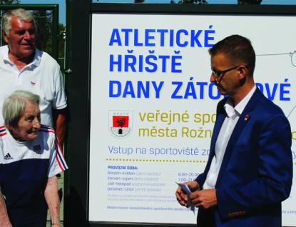 Víceúčelové sportovní hřiště je pojmenováno po sportovní legendě Daně Zátopkové