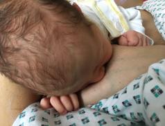 Bonding pomáhá upevnit vztah mezi matkou a dítětem, vKNTB je využíván i po císařském řezu