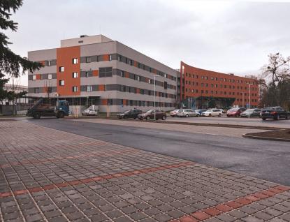 Nové parkoviště mají kdispozici pacienti Uherskohradišťská nemocnice, vareálu přibylo sedmdesát míst