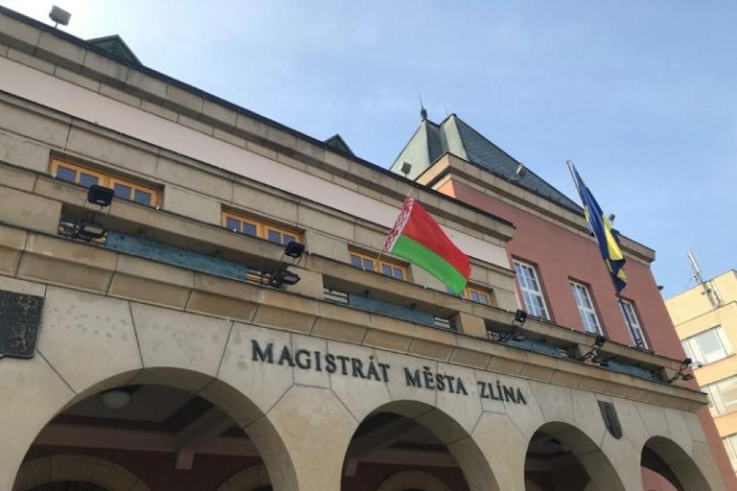 Na zlínské radnici visela běloruská vlajka, šlo o projev solidarity