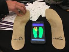 S prvními kroky chytré boty pomohli odborníci v bývalém Baťově areálu
