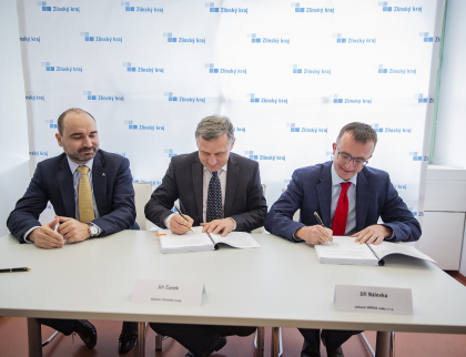 Hejtman Jiří Čunek  podepsal nové smlouvy se železničními dopravci